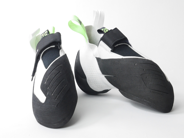 adidas FIVETEN 〈Hiangle White Black/ハイアングル ホワイトブラック〉 クライミングシューズ